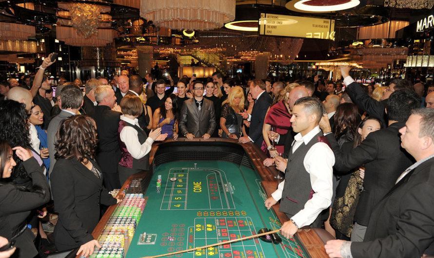 Покер активно переходит в online, пока отдыхающие не боятся протестов Лас-Вегасе